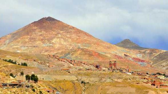 Minas de Cerro Rico são fonte de riqueza e temor para moradores da região (Foto: Catharina Moh/BBC)