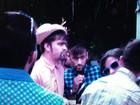 Vestido a caráter, Neymar curte festa caipira com amigos em Florianópolis