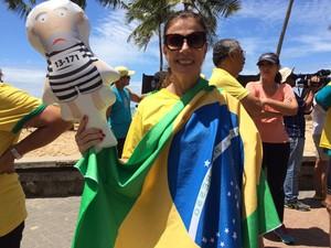 Ato 'enterra' na areia políticos de PE indecisos e contra o impeachment (Foto: Thays Estarque/G1)