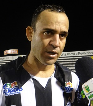Chiquinho Baiano, lateral do ASA (Foto: Leonardo Freire/GLOBOESPORTE.COM)