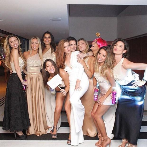 Marina e as amigas (Foto: Reprodução/Instagram)