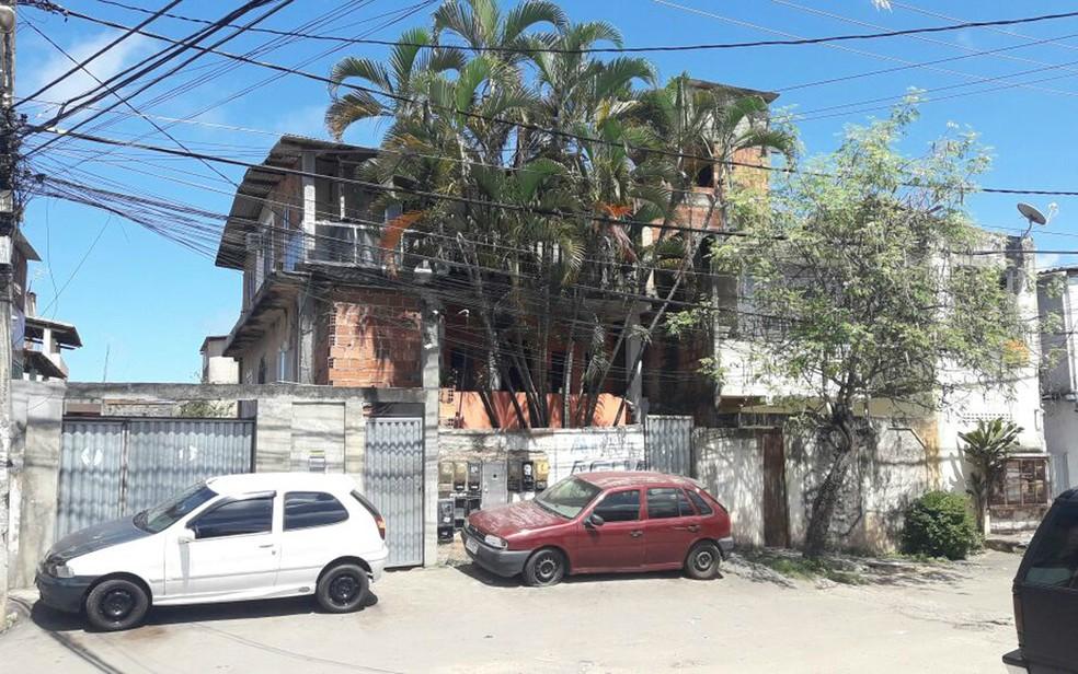 Crime ocorreu na casa do ex-namorado da vítima. (Foto: Juliana Cavalcante/TV Bahia)