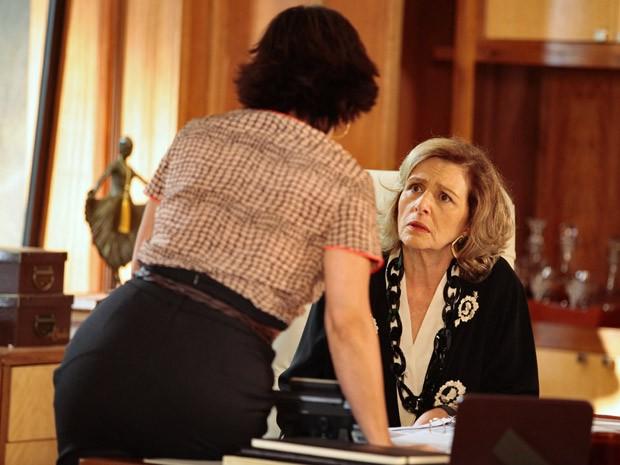 Guerra dos Sexos – Roberta irrita Charlô ao dizer que ela está apaixonada por Otávio