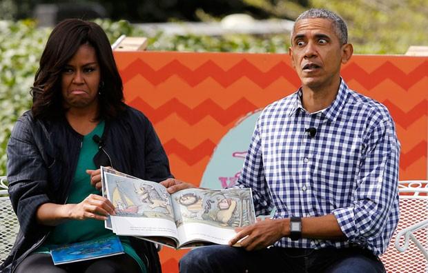 Barack Obama, e sua mulher, Michelle, fizeram caretas enquanto liam a história (Foto: Jonathan Ernst/Reuters)