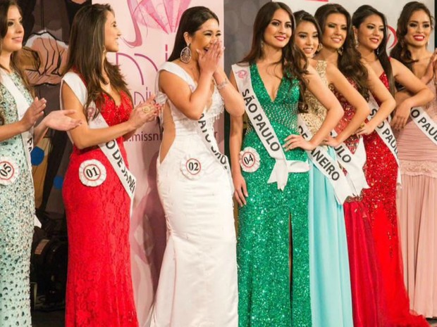 Momento em que Ana Carolina foi anunciada como a Miss Nikkey 2016 (Foto: Divulgação)