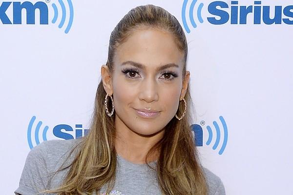 Poucos meses antes de conseguir seu primeiro emprego como bailarina, em 1991, Jennifer Lopez chegou a dormir no estúdio de dança porque não tinha para onde ir (Foto: Getty Images)