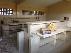 Obras da escola iniciaram em 2009 e deveriam ter terminado em 2010. (Foto: Jael Soares/ G1 Caruaru)