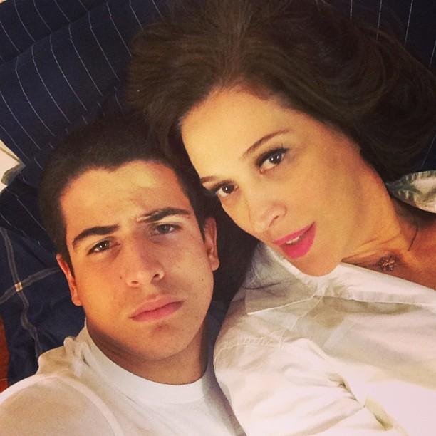 Enzo com a mãe, a atriz Claudia Raia (Foto: Instagram/ Reprodução)