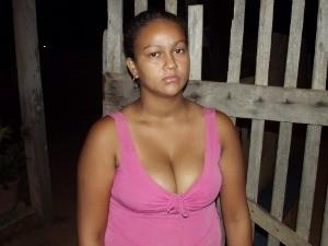 Mulher cofessa ter enterrado filho recém-nascido (Foto: Polícia Militar/Divulgação)