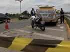 Troca de tiros em blitz deixa policiais feridos e motociclista morto no CE
