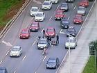 Batida entre carro e moto na EPTG complica trânsito no sentido Plano