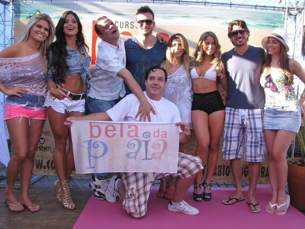 Ex-BBBs Daniel, Wesley e Maria com Carol Narizinho e Aline Riscado em evento em Florianópolis (Foto: Gabriel Rangel/ Ag. News)