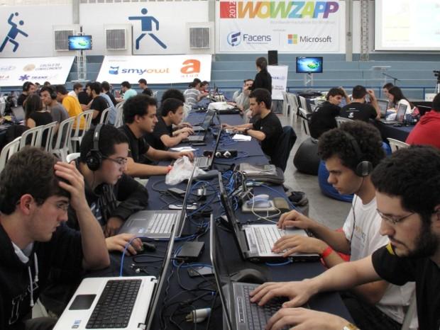 Estudantes passaram 36 horas em frente ao computador (Foto: Geraldo Jr. / G1)