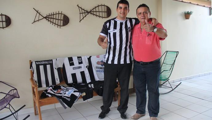 Aloísio Filho e Aloísio Pai, torcedores do Ceará que moram em Rio Branco (Foto: João Paulo Maia)