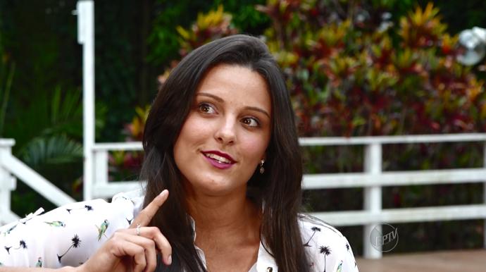 Rafaela Carvalho é também compositora e tem inspiração para suas músicas observando as pessoas (Foto: reprodução EPTV)
