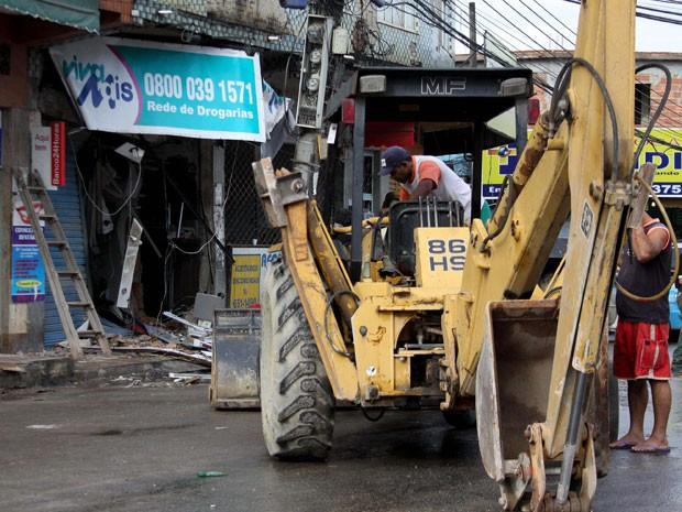 Retroescavadeira foi levada de uma loja de materiais de construção (Foto: Luciano Belford/Futura Press/Estadão Conteúdo)
