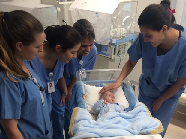 Equipe que cuidou de José Pedro se despediu dele após quase sete meses de hsopital (Foto: Cinthia Raash/RBS TV)