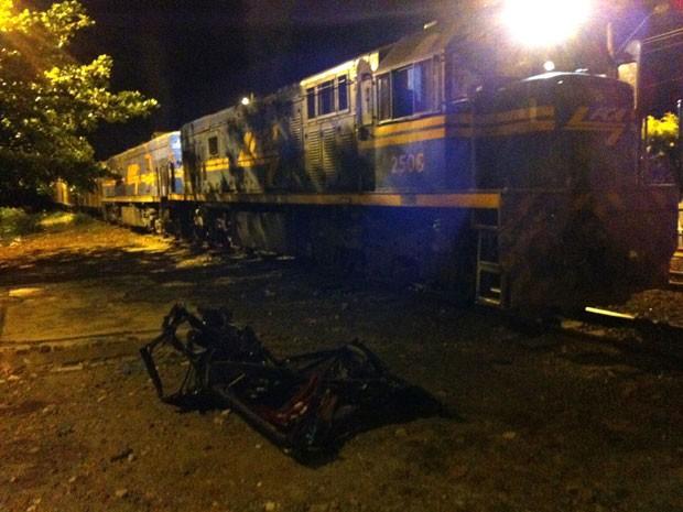 Homem fica gravemente ferido em batida entre van e trem na Bahia (Foto: Divulgação/ PRF)