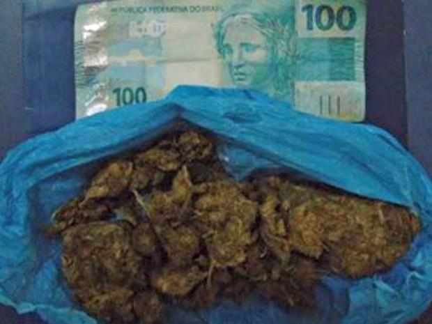 Drogas e dinheiro apreendidos com visitantes (Foto: Divulgação/Seap)
