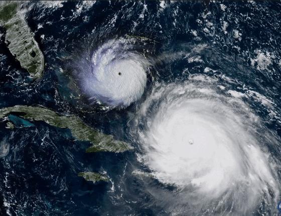 Superposição de imagens mostra o tamanho do furacão Irma (à direita) em comparação com o Andrew, de 1992 (à esquerda) (Foto: NOAA - Joel Nihlean)