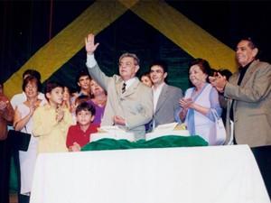 Ronaldo Cunha Lima no lança livro em 2001  (Foto: Arquivo/Jornal da Paraíba)