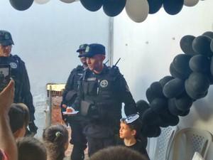 Arthur, de 6 anos, tinha o sonho de conhecer policiais do Raio (Foto: Cicera Alves/Arquivo Pessoal)