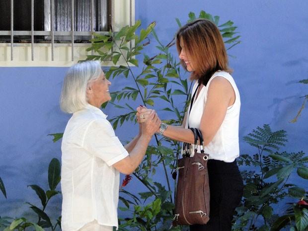 Carmem procura Nilza, uma velha amiga (Foto: Malhação / Tv Globo)