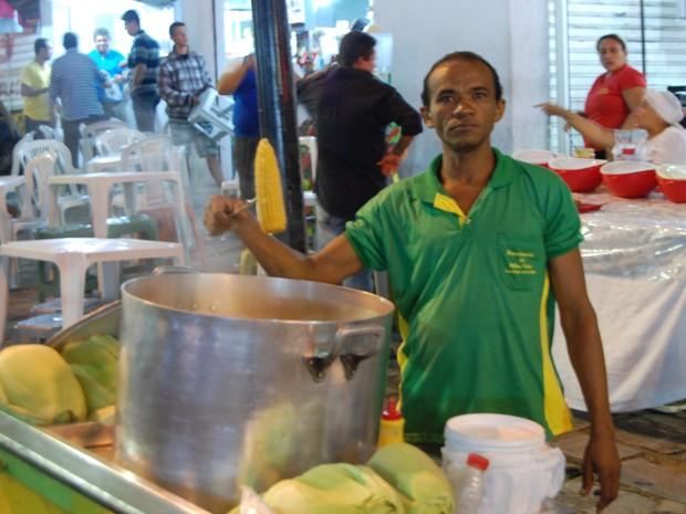 Com safra reduzida na Paraíba, milho de Pernambuco é vendido a R$ 3 no São João de Campina Grande (Foto: Taiguara Rangel/G1)