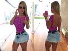 Andressa Urach posta foto do look e mostra cintura finíssima