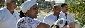 Festa de Iemanjá mistura histórias de fé, 'axé' e atrai curiosidade de turistas no Rio Vermelho (Mariana Perim/G1 ES)