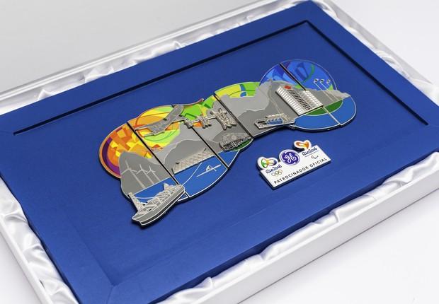 Pins olímpicos GE fora na caixa (Foto: Renique Alves)