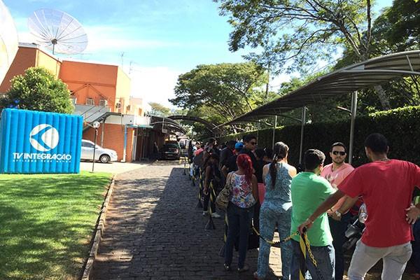 Vários mineiros compareceram para seletiva do Faustão em Uberlândia  (Foto: Raul Neto)