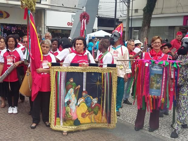 Grupo de violeiros participam do 5º Encontro das Folias do Divino (Foto: Maria Salaes/ divulgação)