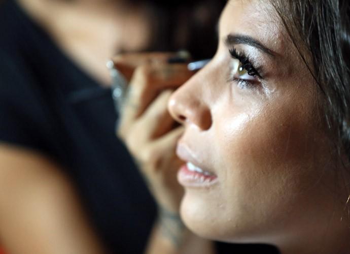 Fran ganhando aquela maquiagem caprichada (Foto: Isabella Pinheiro/Gshow)