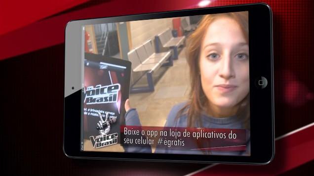 Bruna Griphao mostra aplicativo (Foto: Tv Globo)