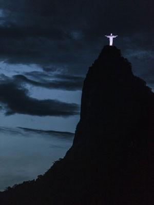 Cristo Redentor entre nuvens (Foto: Flávio Jacomo / Arquivo pessoal)