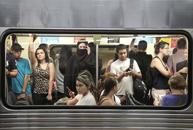 Cristiana no metrô de São Paulo (Foto: Richard Hodara/Vision Lights)