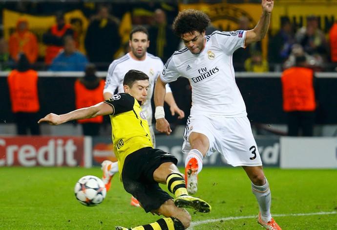 Lewandowski e Pepe, Borussia Dortmund x Real Madrid (Foto: Reuters)