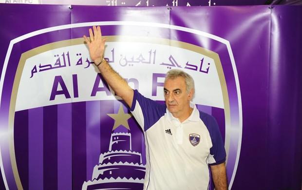 Fossati é apresentado pelo Al Ain (Foto: Divulgação)
