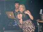 Dani Calabresa discoteca e curte noitada no Rio