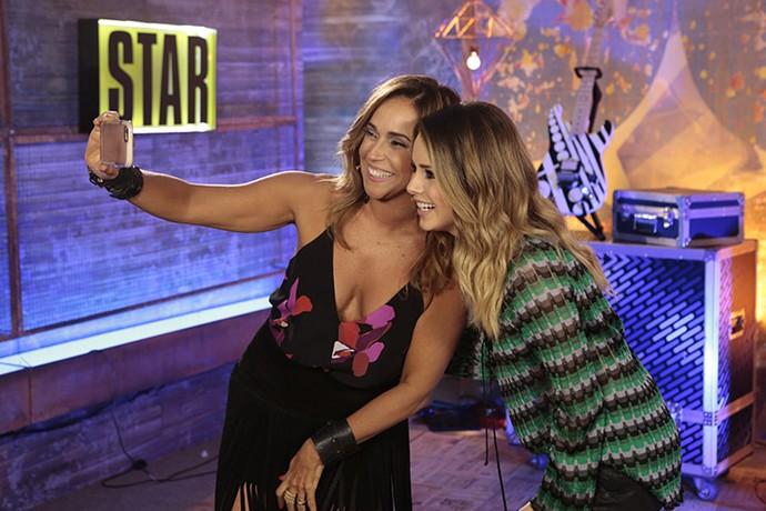 Sandy e Daniela Mercury em 'selfie' antes do programa (Foto: Felipe Monteiro/Gshow)