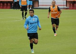 Dudu foi escalado entre os titulares no treino do Grêmio na Argentina (Foto: Diego Guichard/GloboEsporte.com)