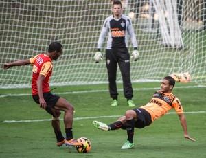 Richarlyson; Pierre; Atlético-MG; Cidade do Galo; treino (Foto: Bruno Cantini / Site Oficial do Atlético-MG)