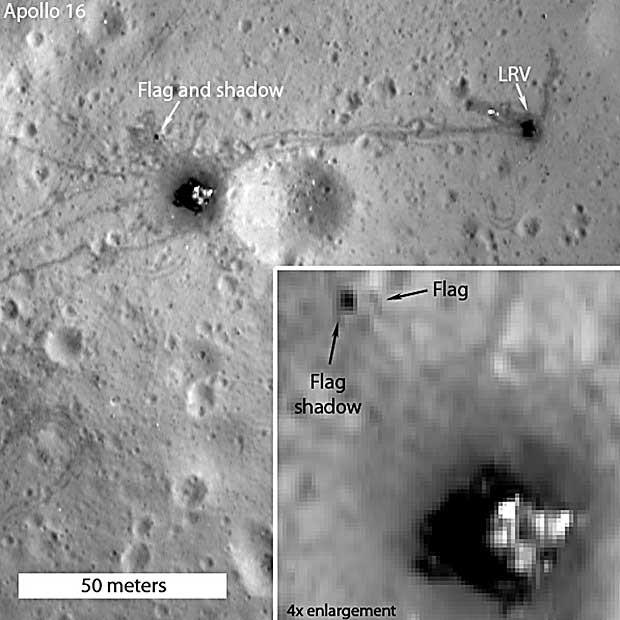 Imagem feita pela sonda Lunar Reconnaissance Orbiter (LRO) em 27 de julho de 2012 mostra a zona de pouso da Apollo 16. Uma marca, segundo a Nasa, é a sombra da bandeira deixada pela missão. (Foto: Nasa/ GSFC / Arizona State University / AFP Photo)