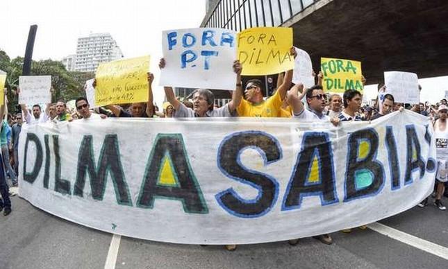 Passeata pedindo o afastamento de Dilma Rousseff (Foto: Arquivo Google)