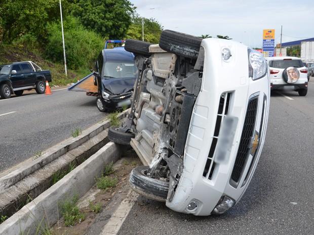 Um dos acidentes aconteceu na BR-230, na altura do bairro Castelo Branco, em João Pessoa  (Foto: Walter Paparazzo/G1)