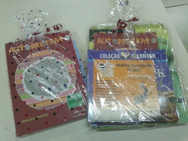Crianças receberão livros como presentes de Natal (Foto: Patrício Reis/G1)