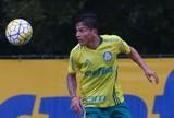 Promessa do time sub-20, Artur renova contrato com o Palmeiras