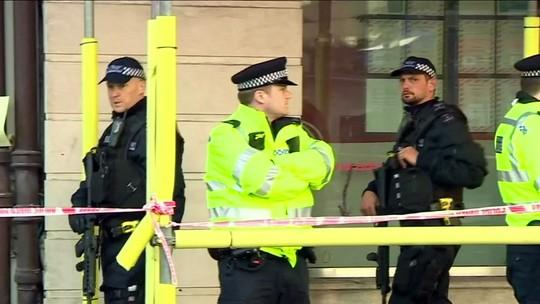 Theresa May diz que 'todos os três terroristas' foram identificados