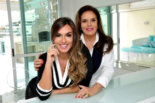 Nicole Bahls e sua mãe, Vera Barbosa (Foto: Divulgação)